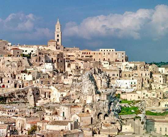 Sassi di Matera <br>© Wikimedia Commons (Bönisch [CC-BY-SA-3.0])