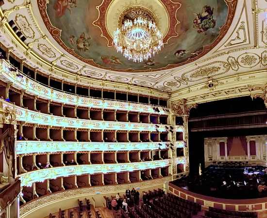 Oper Nabucco im Teatro Regio in Parma