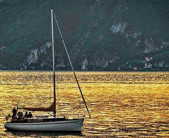 Abendstimmung auf dem Comer See und dem Hotelboot <br>© Kulturtouristik (Hotel)