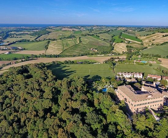 VESPA TOUR: Marken, luxuriöse Ruhe im herzoglichen Castello
