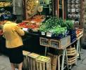 Bologna: Gemüsestand in der Via Clavature, der Straße der Genüsse <br>© Kulturtouristik