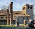 Triest: Kathedrale San Giusto mit Resten des römischen Forums im Vordergrund <br>© Wikimedia Commons (Stefan Vladuck [CC-BY-SA-1.2])