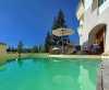 Manche Zimmer haben direkten Zugang zum Außenpool <br>© Kulturtouristik (Hotel)