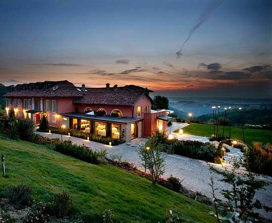 VESPA TOUR: Piemont, Winzer, Weinberge und Burgen